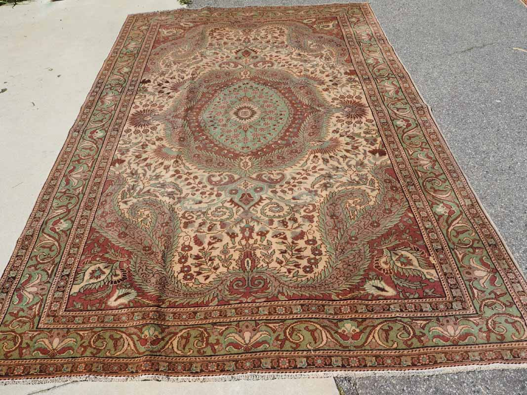 Hand kntted wool on cotton Turkish carpet from Kayseri. Approximatley 40 years old