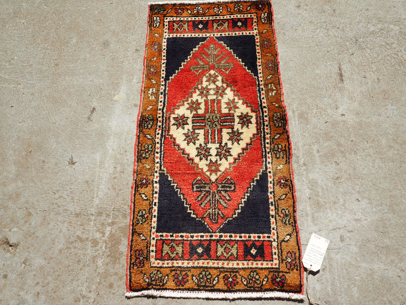 Double knotted hand made Turkish carpet from Taspinar, approximately 50 years old