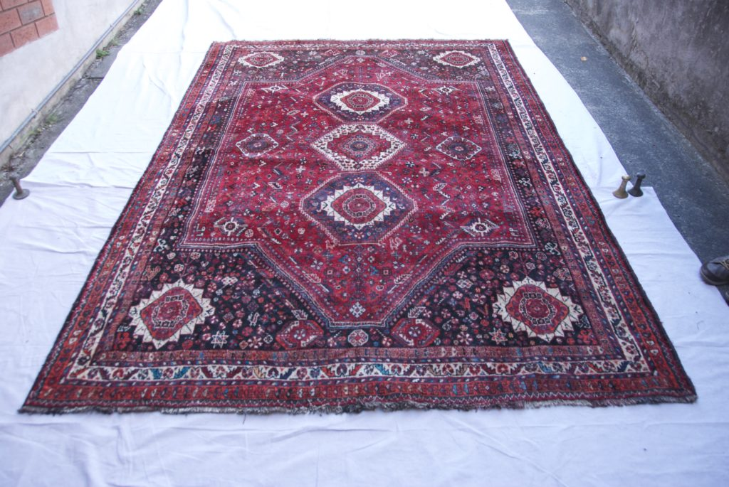 T848 Persian Shiraz carpet hand knotted wool on wool approximately 70 years old 2.81 x 1.92 $2,485.00